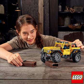 LEGO Technic Jeep Wrangler - Model 42122 (9+ Years)